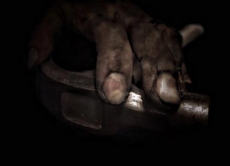hand-holding-hammer